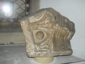 Springing stone. Attributed by Milner to the cloister arcade of the Abbey, with chevron ornament on one side and a variation of egg and tongue on the other. The curves show a span of 3 feet for each arch.