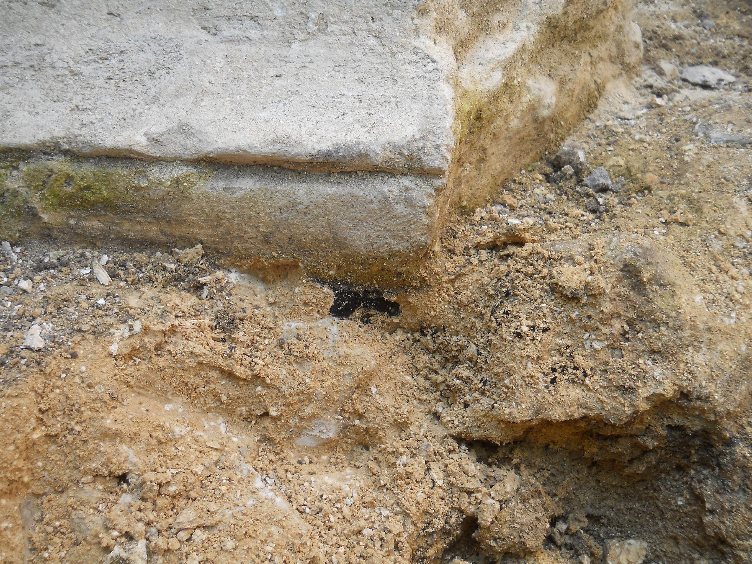 One of the reused abaci showing charcoal embedded in the mortar layer